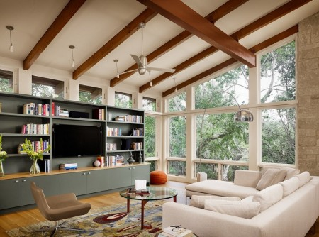 Poze Living - Living modern interconectat prin ferestrele ample la natura exterioara