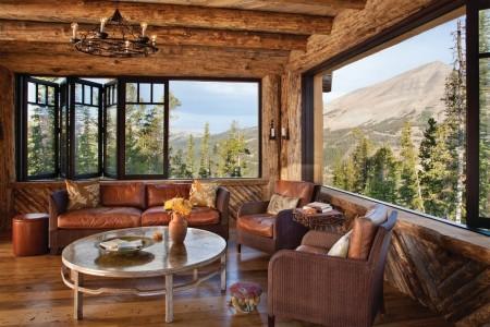 Poze Living - Ferestrele glisante unesc livingul cu peisajul superb de afara