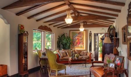 Poze Living - Zona de zi decorata in stil clasic spaniol