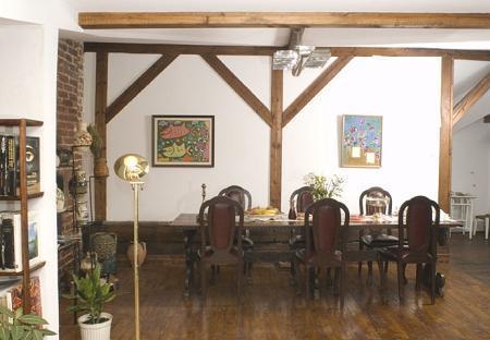 Poze Sufragerie - Sufrageria unei locuinte amenajate in podul unei case vechi