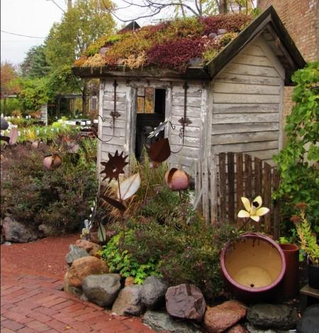 Poze Casute de gradina - Magazie din lemn cu acoperis vegetal