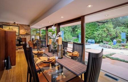 Poze Sufragerie - Sufragerie moderna cu un perete din sticla
