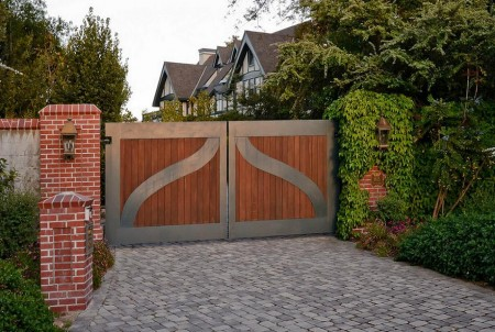 Poze Garduri si porti - Poarta din lemn cu cadru metalic