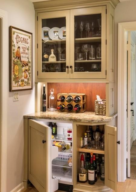 Poze Bar - Un mic colt din hol transformat in mini-bar