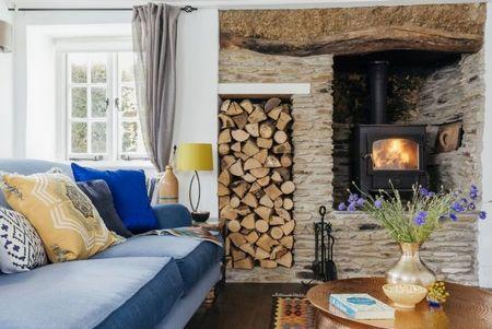 Poze Seminee - Soba-semineu evoca vatra pentru foc din casele traditionale