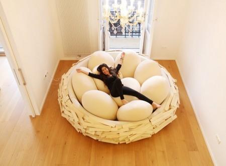 Poze Haioase - Te-ai putea relaxa dormind pe... oua?