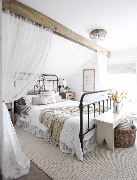 Poze Dormitor - Dormitor vintage amenajat la mansarda