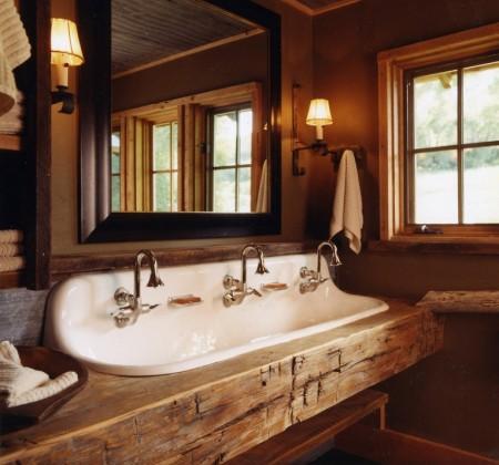 Poze Case lemn - Baie rustica in casa de vacanta din lemn masiv