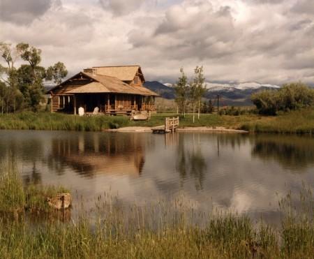Poze Case lemn - Casa de vacanta din lemn intr-un peisaj de poveste