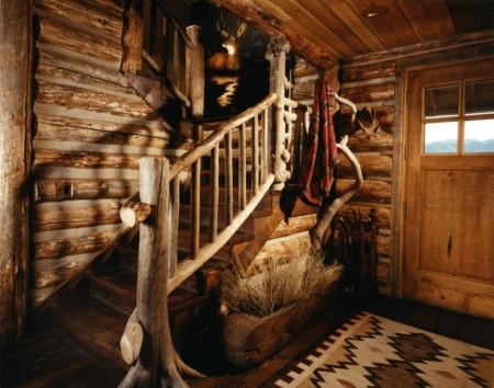 Poze Case lemn - Scara interioara rustica in casa de vacanta din lemn