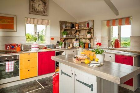 Poze Bucatarie - Pete de culoare intr-o bucatarie moderna