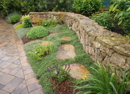 Poze Gradina de flori - Piatra naturala si plante specifice gradinii meditreraneene