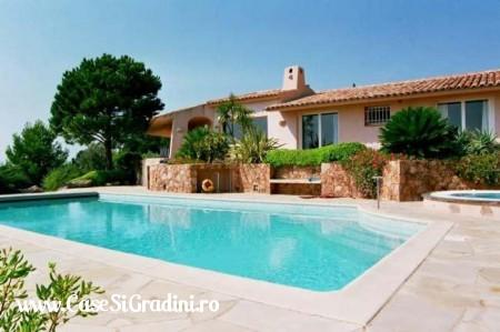 Casa in stil mediteranean cu piscina