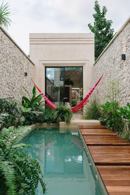 Poze Piscina - piscina-casa-urbana-teren-ingust.jpg