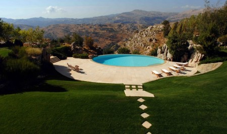 Poze Piscina - O piscina superba intr-un peisaj pe masura