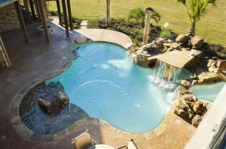 Poze Piscina - Fantanile arteziene si cascadele intregesc decorul din jurul piscinei