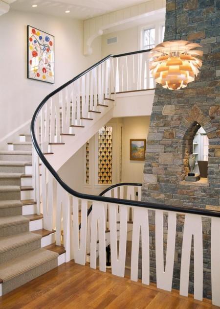 Poze Scari - Scara interioara cu o interesanta balustrada din lemn