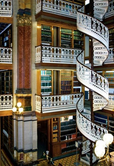 Poze Scari - Scara circulara a Bibliotecii de Stat din Iowa