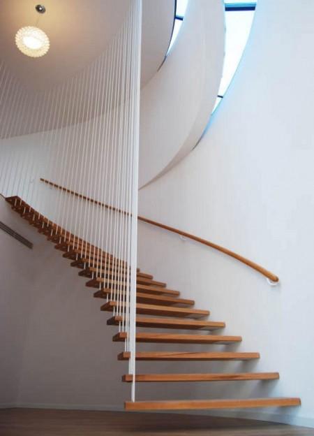 Poze Scari - Scara unica cu trepte din lemn suspendate