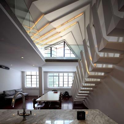 Poze Scari - Scara de interior spre mansarda a unui apartament
