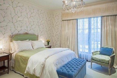 Poze Dormitor - Dormitor cu un minunat tapet floral pe pereti