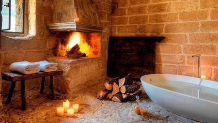 Poze Baie - semineu-baie-romantica-hotel-pestera-1.jpg