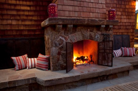 Poze Seminee, gratare gradina - Semineu exterior decorat cu piatra naturala