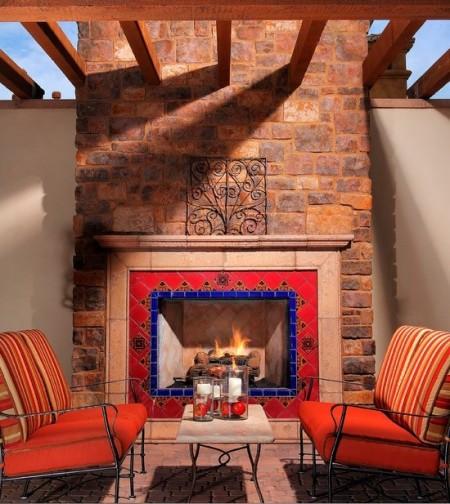 Poze Seminee, gratare gradina - Semineu exterior decorat cu ceramica pictata in culori vii