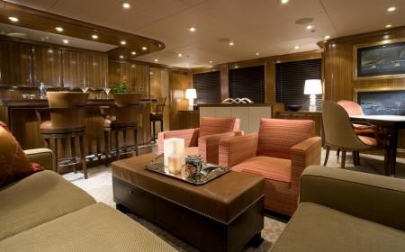 Poze Bar - Dintre dotarile unui yacht nu putea lipsi nici barul