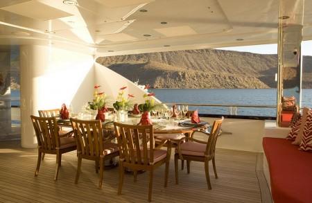 Poze Terasa - Loc de servit masa pe una din terasele yacht-ului Slojo