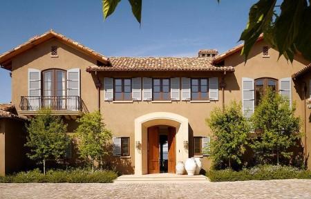Poze Fatade - Obloane din lemn, nelipsite la casa in stil mediteranean