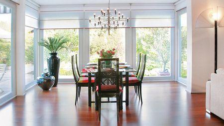 Poze Sufragerie - sufragerie-casa-mansarda-familie-moderna.jpg