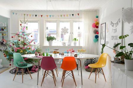 Poze Decoratiuni Craciun - sufragerie-moderna-decorata-colorat-craciun.jpg