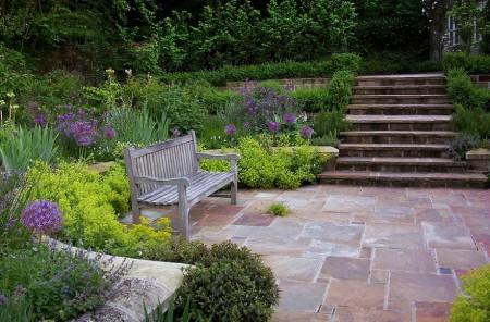 Poze Gradina de flori - Relaxare intr-o fermecatoare gradina rustica