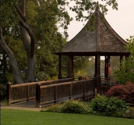 Poze Foisor si pavilion - Foisor din lemn acoperit cu sindrila