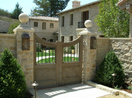 Poze Garduri si porti - Piatra, lemn si fier forjat