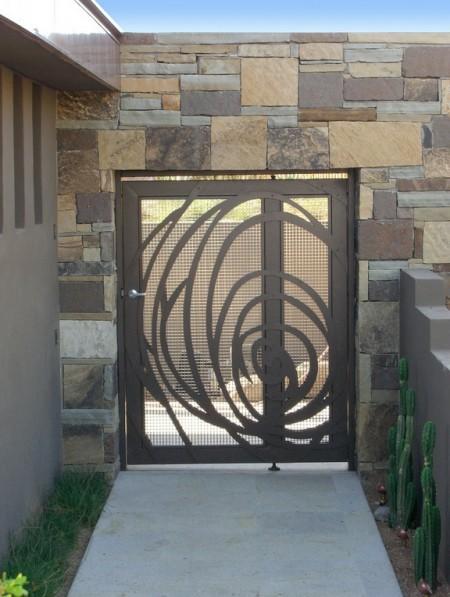 Poze Garduri si porti - Gard din piatra si poarta moderna