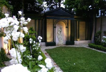 Poze Gradina de flori - Statuile, elemente de decor obisnuite intr-o gradina formala