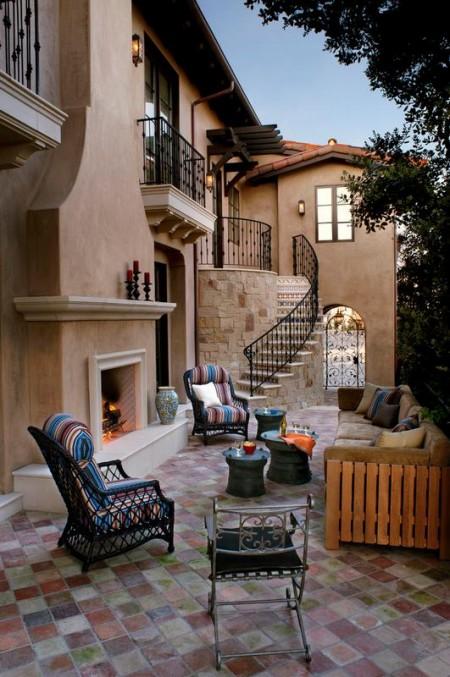 Poze Seminee, gratare gradina - Semineu exterior pe o terasa in stil mediteranean