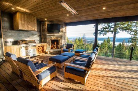 Poze Terasa - O superba terasa acoperita cu o priveliste pe masura