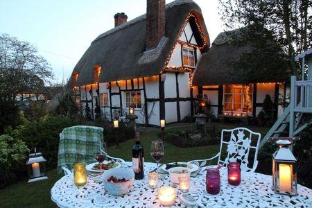 Poze Terasa - Terasa unei incantatoare case traditionale englezesti cu acoperisul din stuf