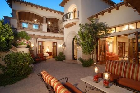 Poze Terasa - Terasa amenajata in curtea interioara a unei superbe case mediteraneene