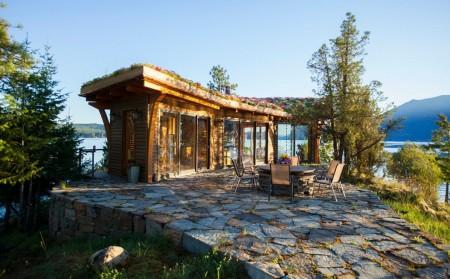 Poze Terasa - Terasa unei casute de vacanta construita pe malul lacului