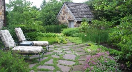 Poze Terasa - Zona de relaxare amenajata intr-o gradina rustica