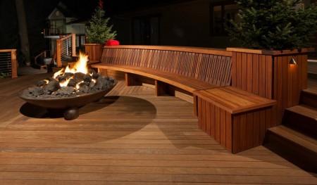 Poze Terasa - La lumina focului, pe o terasa moderna din lemn