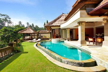 Poze Piscina - terasa-piscina-gazon.jpg
