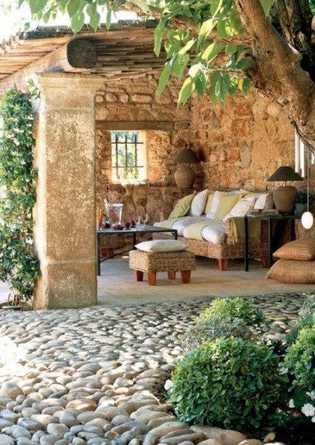 Poze Terasa - Relaxare la umbra terasei rustice