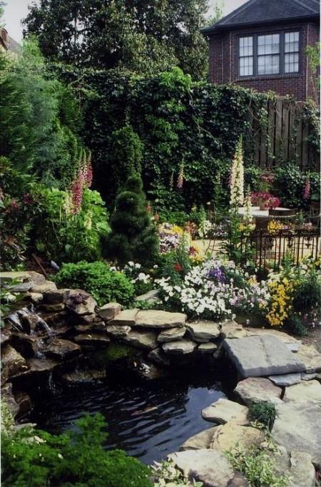 Poze Cascada si iaz - Iaz rustic inconjurat de flori multicolore
