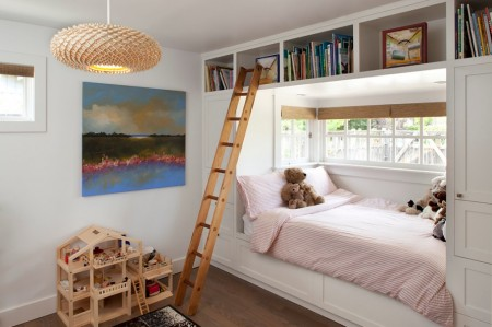 Poze Copii si tineret - Pat incadrat in mobilier in camera copiilor