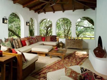 Poze Terasa - Piese de mobilier si obiecte decorative cu motive traditionale intr-o superba veranda
